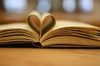 Open book with two middle pages making heart shape - I <3 2 read by Kate Ter Haar, 2013, licensed under CC BY 2.0